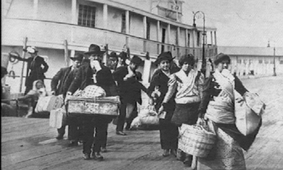 image credit: https://eogn.files.wordpress.com/2017/01/ellis-island-immigrants.jpg