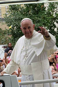 Pope Francis parades down the Parkway before the Papal Mass